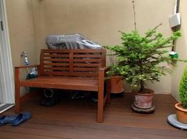 テラスに屋外家具のベンチ,IKEA